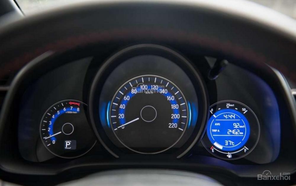 Đánh giá xe Honda Jazz/Fit 2018: Cụm đồng hồ trên xe.