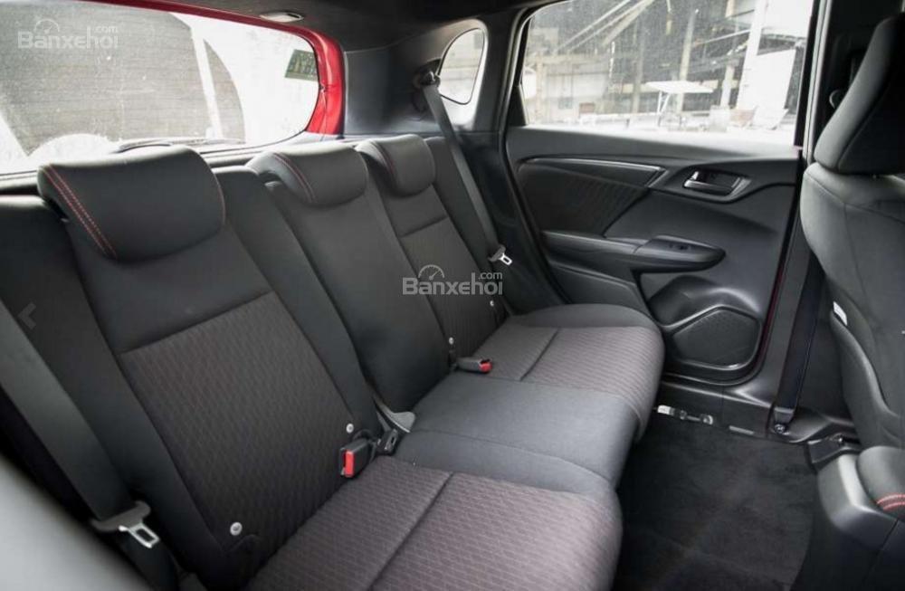 Đánh giá xe Honda Jazz/Fit 2018: Hàng ghế sau xe.