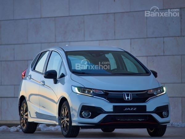 Đánh giá xe Honda Jazz/Fit 2018: Đầu xe với thiết kế đậm chất Honda.