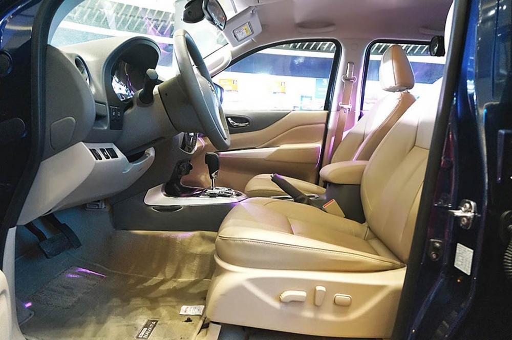 Ảnh chụp ghế lái xe Nissan Navara 2017