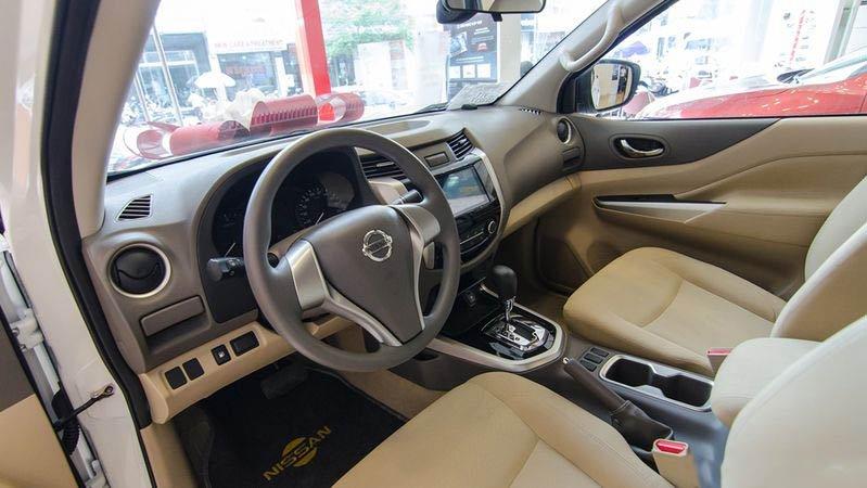 Ảnh chụp nội thất của Nissan Navara 2017