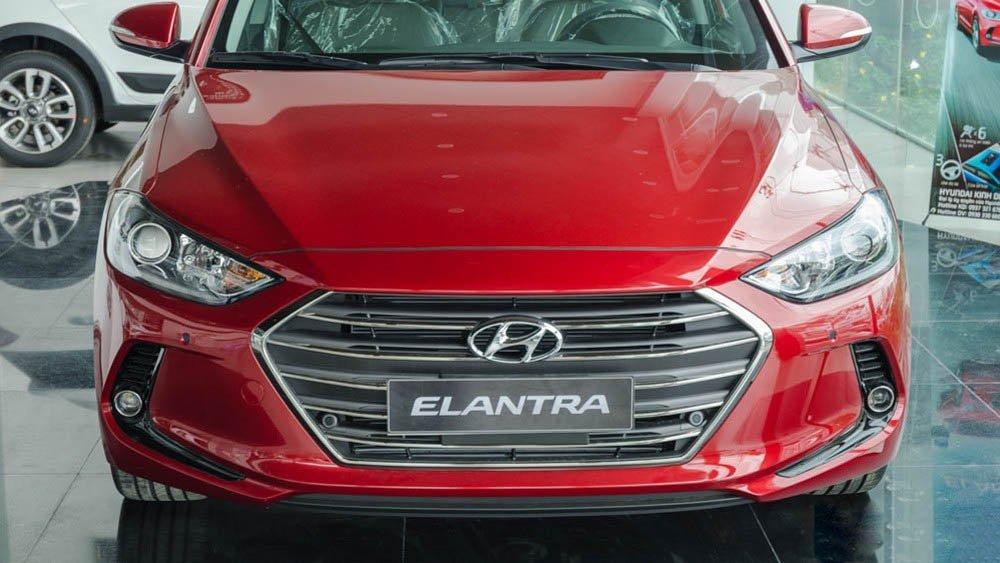 Hỉnh ảnh lưới tản nhiệt của Hyundai Elantra 2017 đỏ