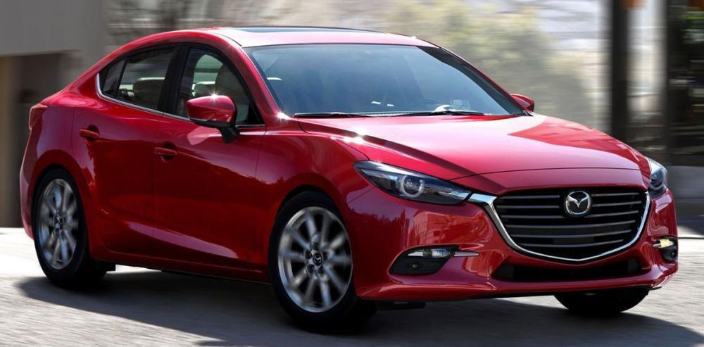 Ảnh chụp phía trước Mazda 3 màu đỏ