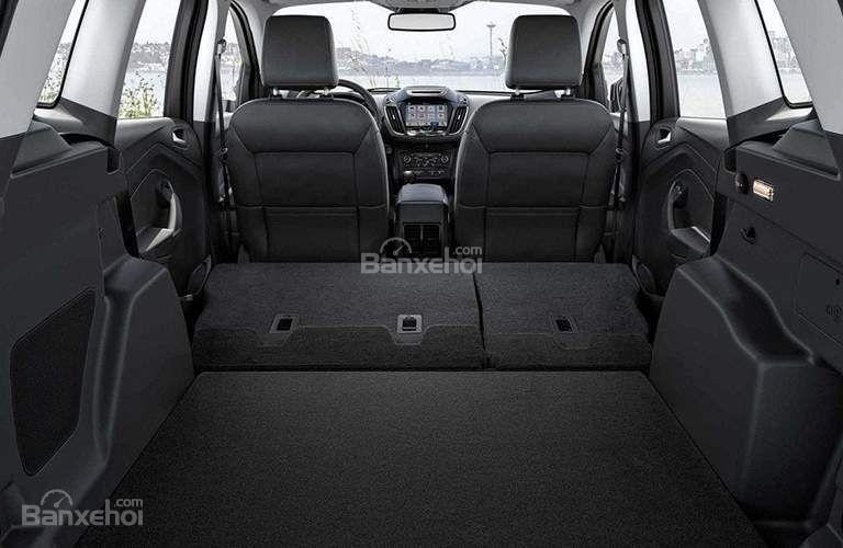 Đánh giá xe Ford Escape 2018: Ghế sau có thể gập lại tạo không gian chứa đồ rộng rãi