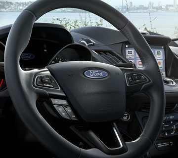 Đánh giá xe Ford Escape 2018: Vô-lăng tích hợp nhiều nút điều khiển