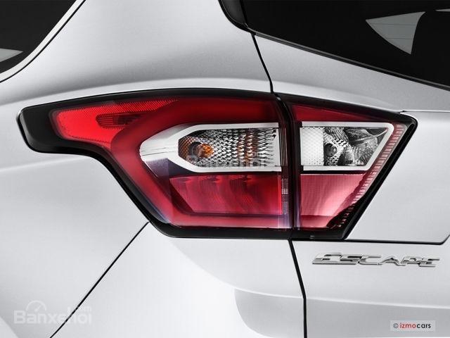 Đánh giá xe 2018 Ford Escape về thiết kế đuôi xe: Đèn hậu LED