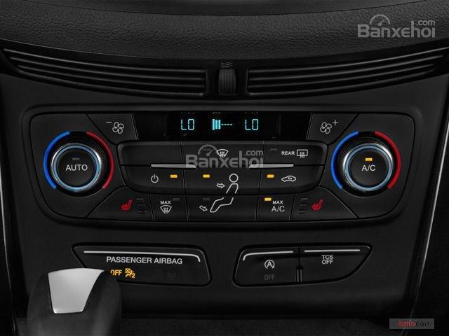 Đánh giá xe Ford Escape 2018: Núm xoay điều chỉnh âm thanh