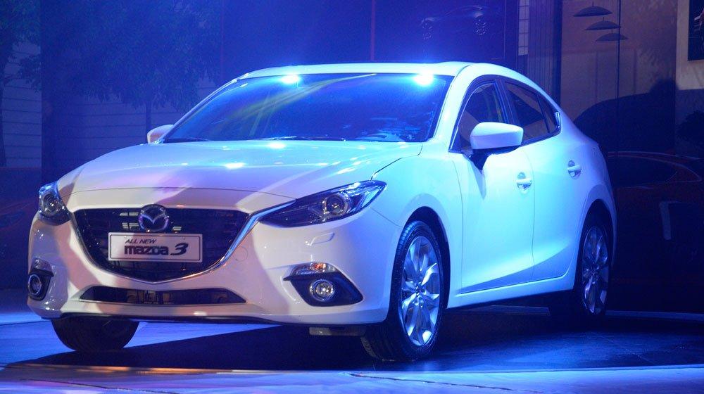 Mazda 3 All New với màu sơn ngoại thất trắng