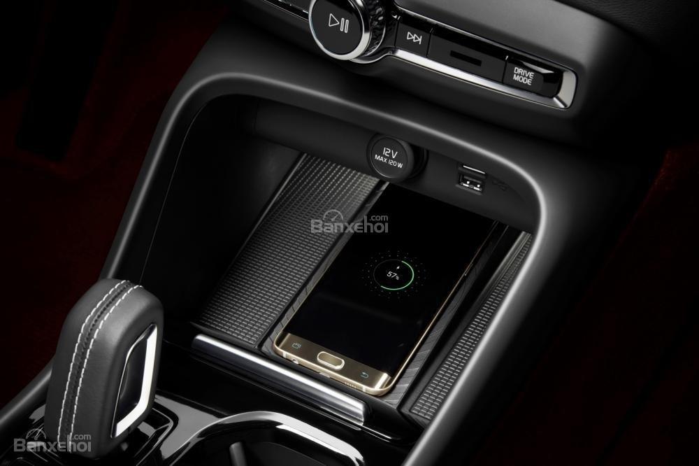 Đánh giá xe Volvo XC40 2018 về tiện nghi: Tích hợp smartphone