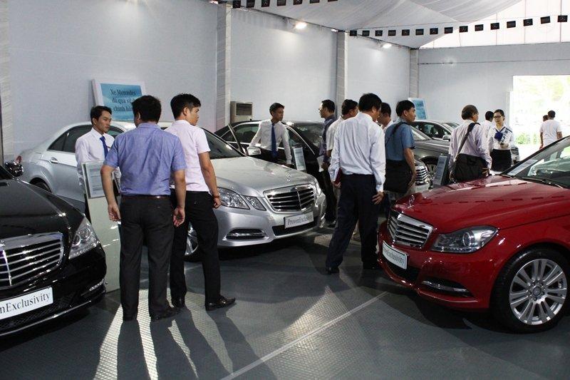 Người tiêu dùng và các hãng ô tô đang ở thế cờ khó a2