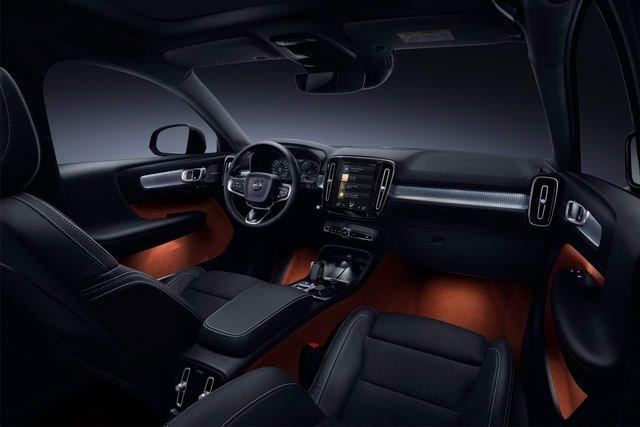 """Volvo XC40 mới sở hữu khoang nội thất """"copy"""" thu nhỏ của đàn anh XC60 và XC90."""