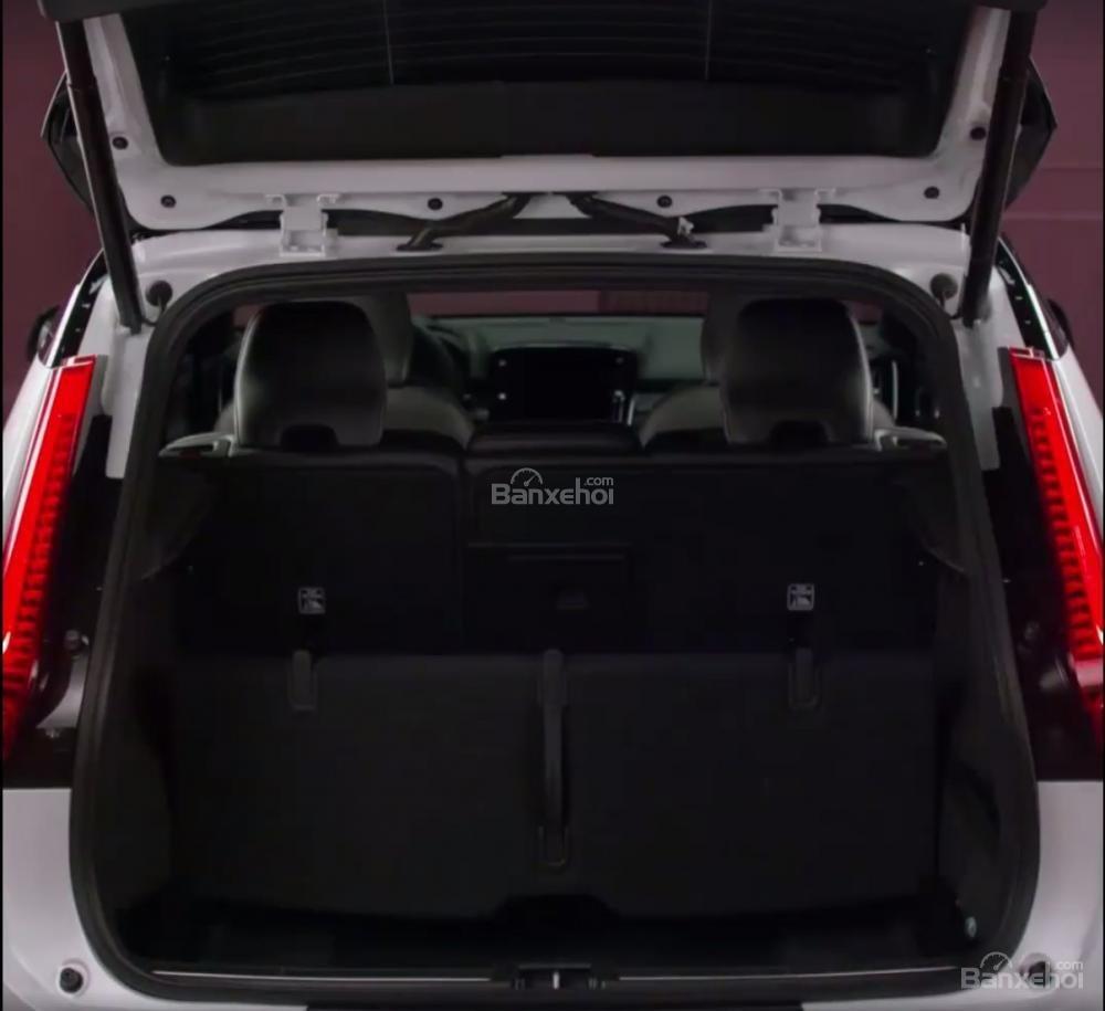 Khoang hành lý của Volvo XC40 2018 có kích thước 432 lít