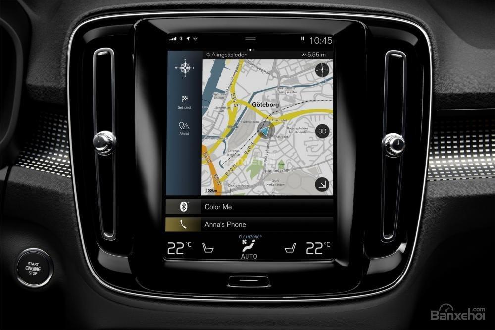 Đánh giá xe Volvo XC40 2018 về bảng điều khiển trung tâm: Màn hình cảm ứng trung tâm