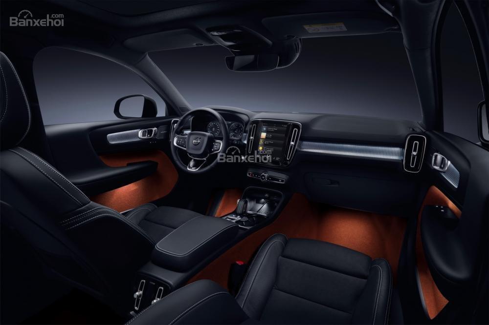 Đánh giá xe Volvo XC40 2018 về bảng điều khiển trung tâm