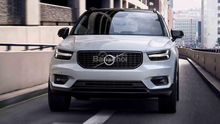 Đánh giá xe Volvo XC40 2018 về thiết kế đầu xe: Thiết kế đầu xe thể thao, khỏe khoắn