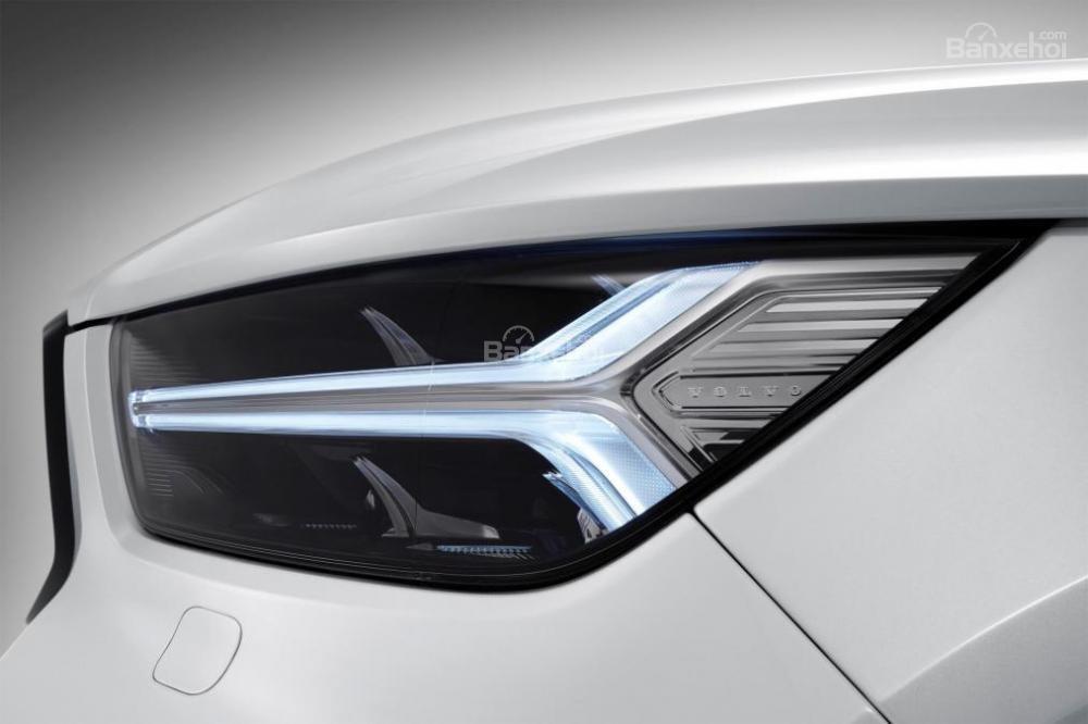 Đánh giá xe Volvo XC40 2018 về thiết kế đầu xe: Đèn pha LED