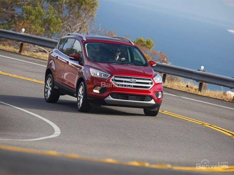 Ford Escape 2017 được đánh giá cao về an toàn từ NHTSA, IIHS.