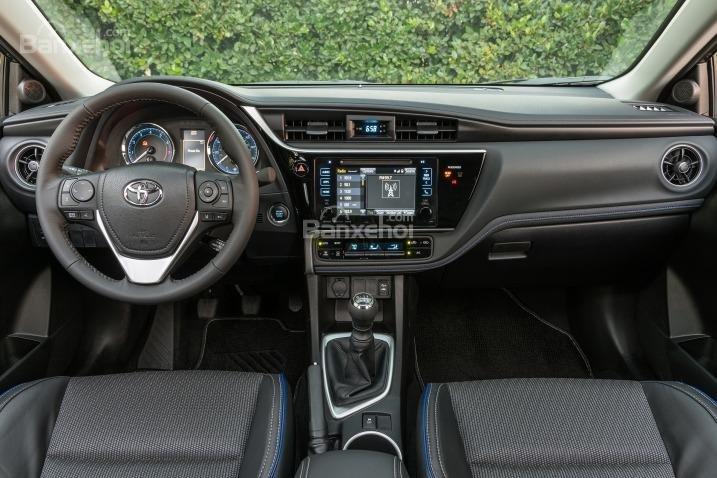 Ưu điểm của Toyota Corolla 2017 nhập Mỹ là hệ thống thông tin giải trí thân thiện với người sử dụng.