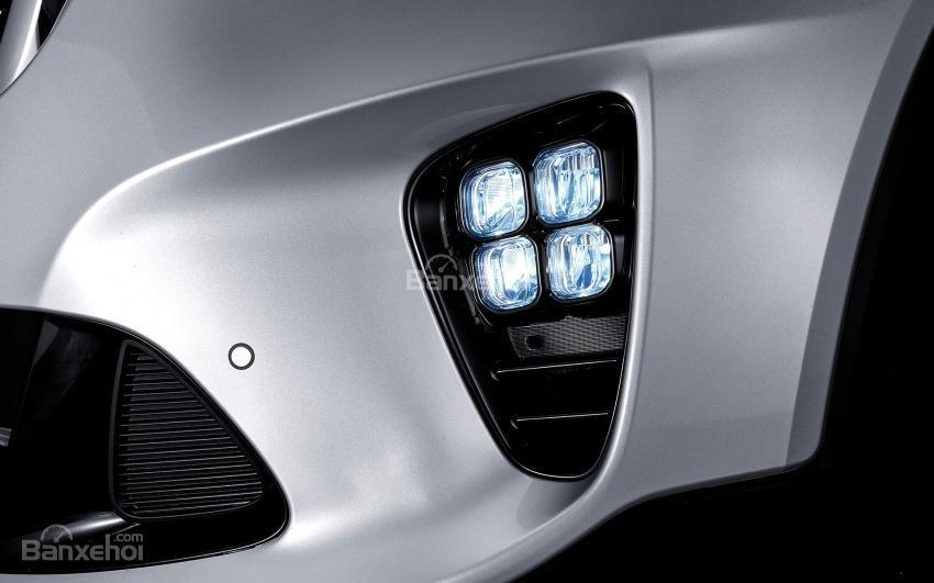 Đánh giá xe Kia Sorento 2018: Đèn sương mù LED.