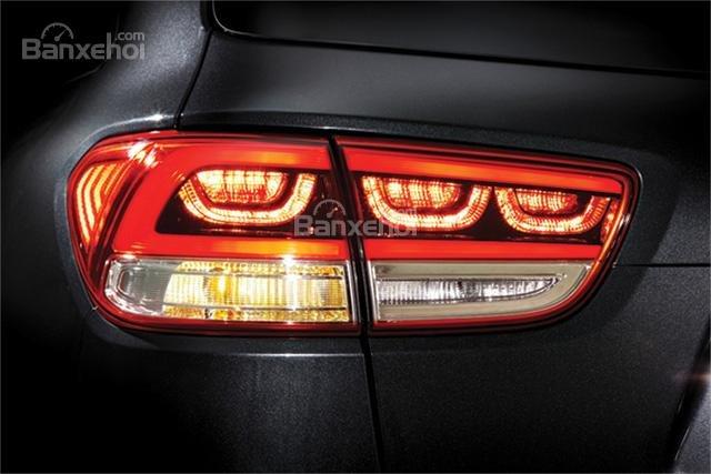 Đánh giá xe Kia Sorento 2018: Đèn hậu LED.