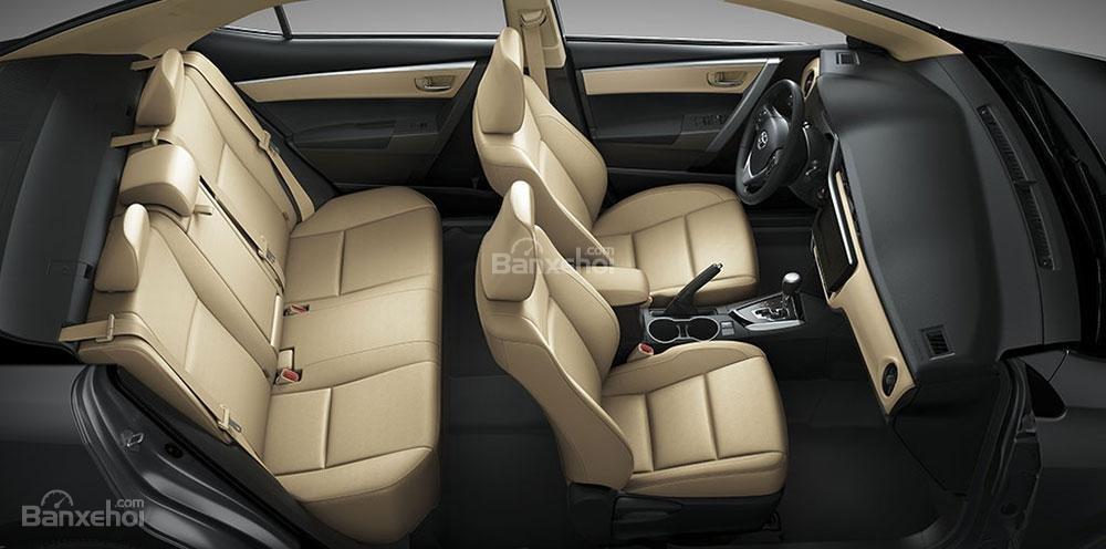 Đánh giá xe Toyota Corolla Altis 2017: Xe có 2 hàng ghế, 5 chỗ ngồi.