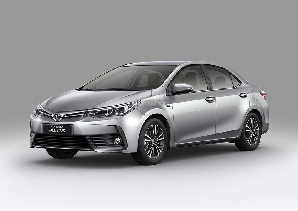 Đánh giá xe Toyota Corolla Altis 2017: Sở hữu một số thay đổi thẩm mỹ hơn.