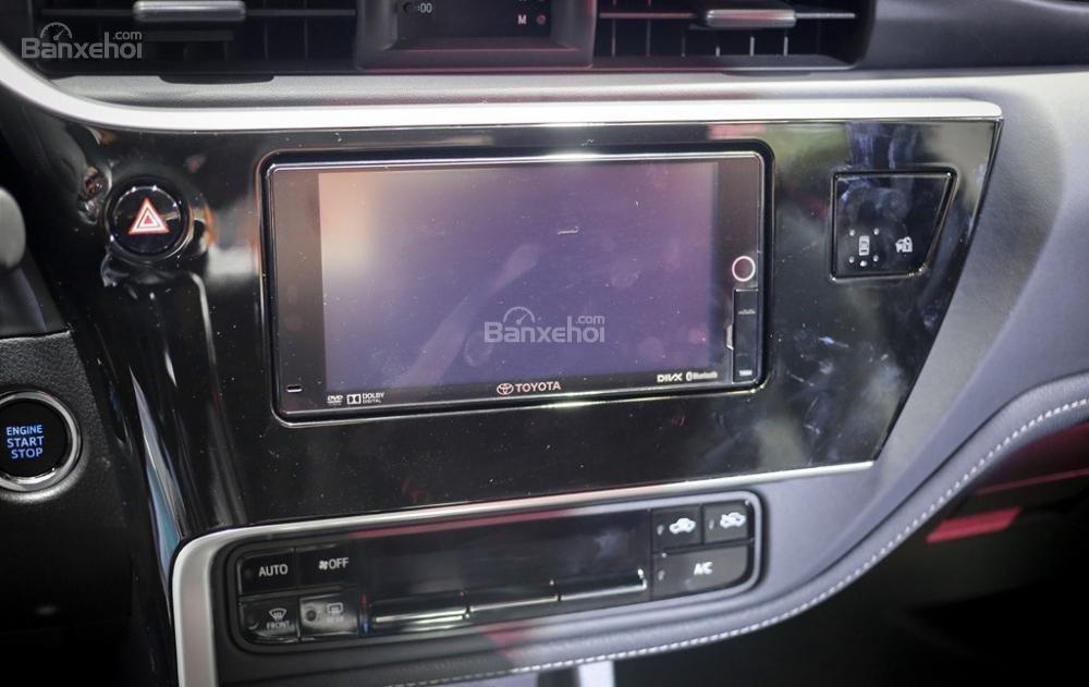 Đánh giá xe Toyota Corolla Altis 2017: Màn hình giải trí 7 inch.