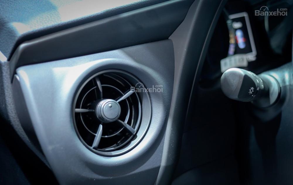 Đánh giá xe Toyota Corolla Altis 2017: Cửa điều hòa hình tròn 5 sao.