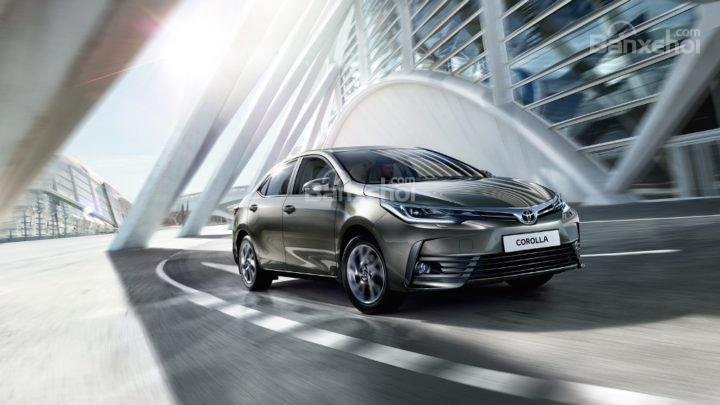 """Đánh giá xe Toyota Corolla Altis 2017: """"Cuộc đảo chính"""" thành công trong phân khúc sedan hạng C?."""