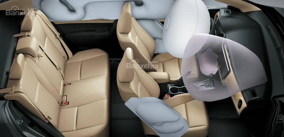 Đánh giá xe Toyota Corolla Altis 2017: Tăng từ 2 lên 7 túi khí.