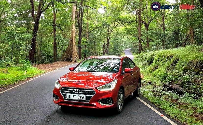 ô tô Hyundai Verna màu đỏ