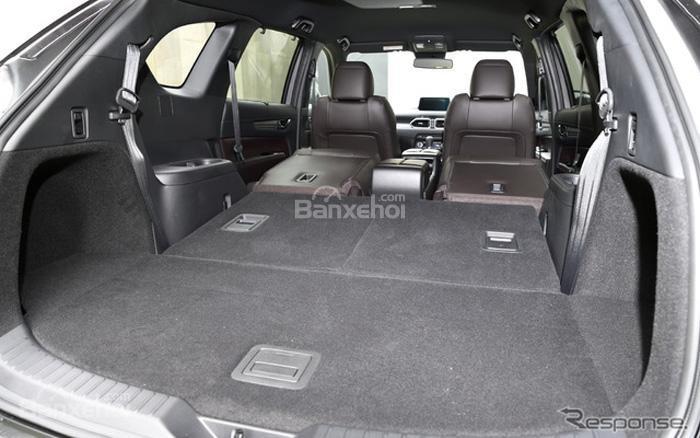 Khoang hành lý của xe Mazda CX-8 2018 có dung tích lên đến 572 lít khi gập hàng ghế sau lại