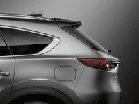 Đánh giá xe Mazda CX-8 2018 về thiết kế thân xe: Cột D hơi dốc xuống tạo cho phần sau độ nghiêng vừa phải