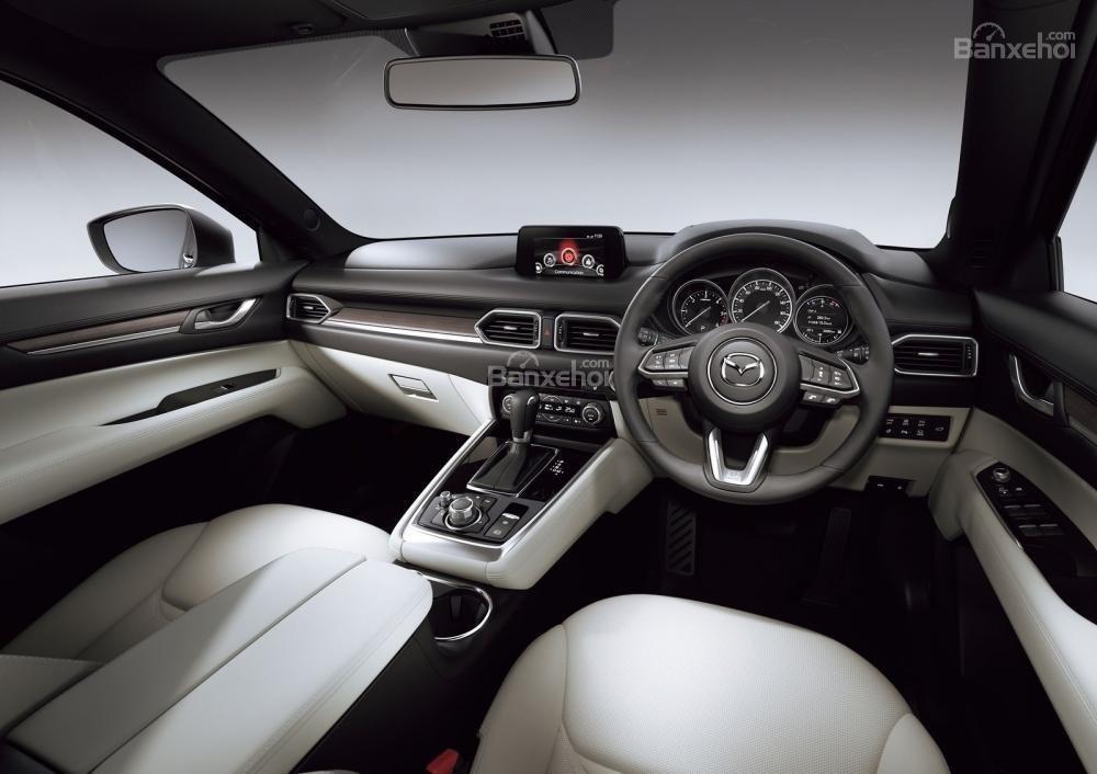 Mazda CX-8 2018 được trang bị khá nhiều tiện nghi tương tự với những mẫu xe tiền nhiệm