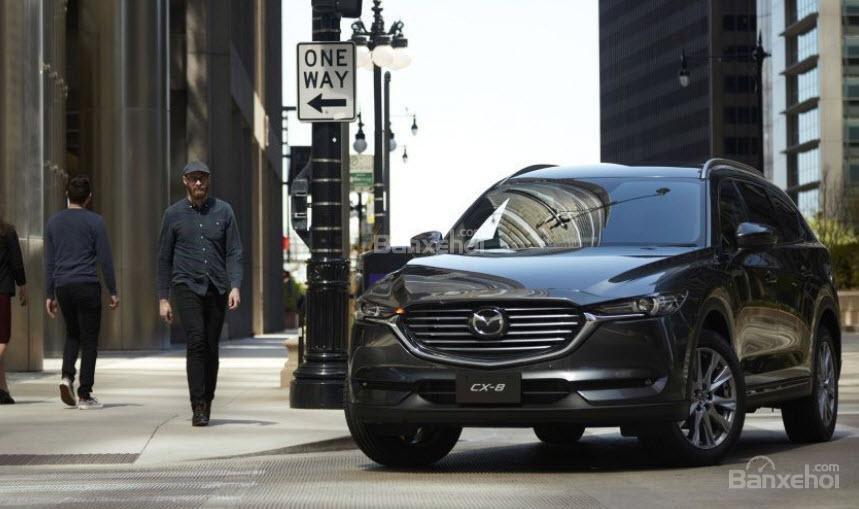 Mazda CX-8 2018 được đánh giá là mẫu xe đơn giản, tiết kiệm nhưng chưa bứt phá
