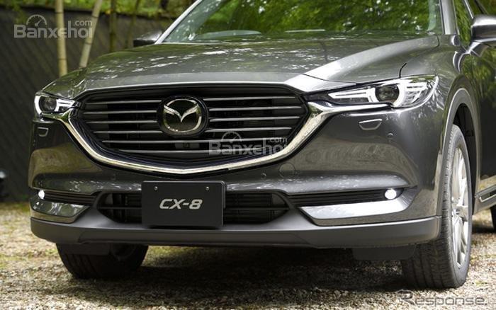 Đánh giá xe Mazda CX-8 về thiết kế đầu xe: Lưới tản nhiệt đi kèm với những thanh ngang