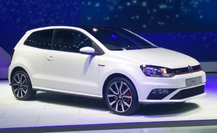 Volkswagen polo trắng chụp từ trước