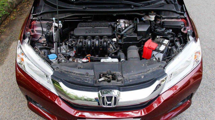 So sánh xe Honda City và Kia Rio về vận hành: Honda City cho cảm giác lái thể thao.
