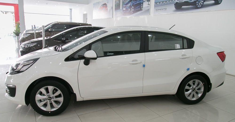 So sánh xe Honda City và Kia Rio về thân xe: Kia Rio vẫn đi theo phong cách thanh lịch.