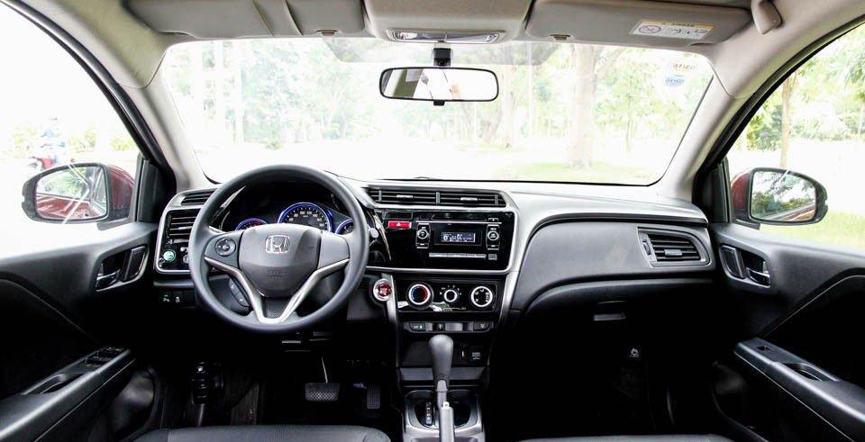 So sánh xe Honda City và Kia Rio về nội thất: xe Nhật tốt không gian, xe Hàn tốt thiết bị 1