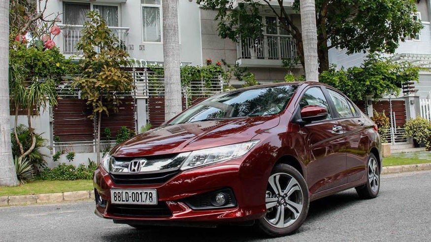So sánh xe Honda City và Kia Rio về ngoại thất: Honda City cho cảm giác rắn rỏi, cứng cáp.