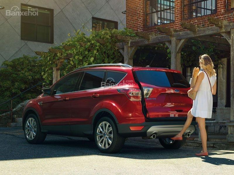 Ford Escape màu đỏ góc phần tư thứ 2