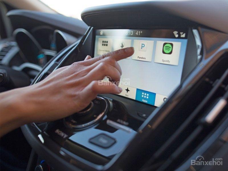 màn hình thông tin giái trí Ford Escape 2017