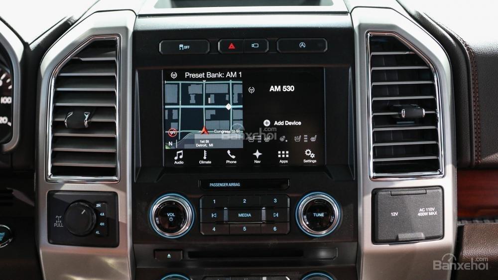 Đánh giá xe Ford F-150 2018: Màn hình điều khiển trung tâm.