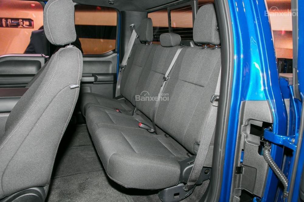 Đánh giá xe Ford F-150 2018: Không gian ghế ngồi khá rộng rãi a2