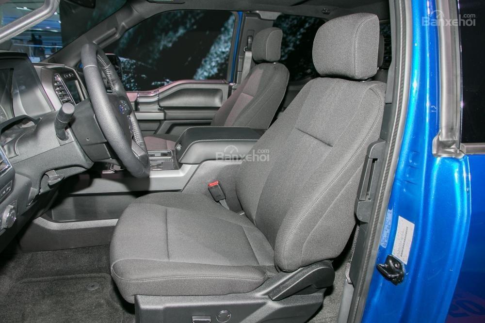 Đánh giá xe Ford F-150 2018: Không gian ghế ngồi khá rộng rãi  a1