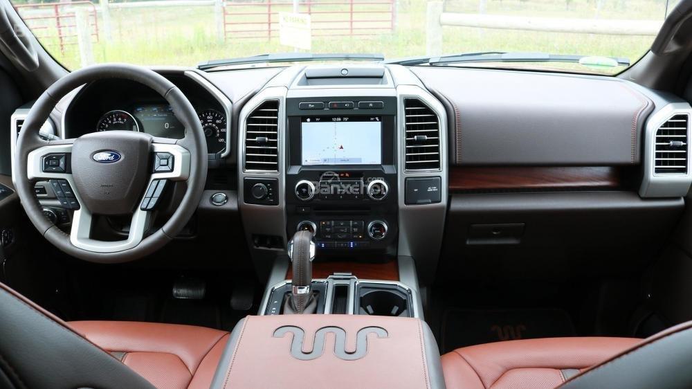 Ford F-150 2018 bản cao cấp hơn được trang bị hệ thống Sync 3 đi kèm màn hình 8 inch.