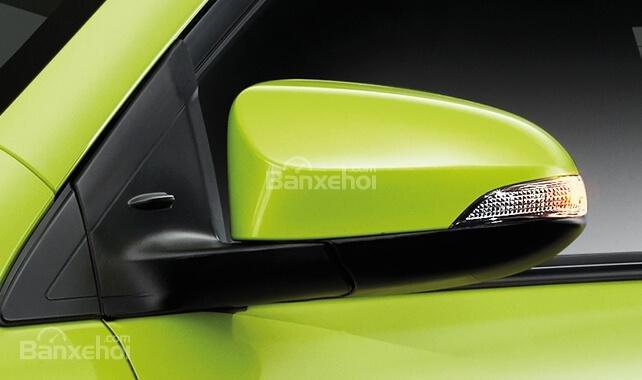 Đánh giá xe Toyota Yaris 2018: Gương chiếu hậu tích hợp đèn xi nhan.