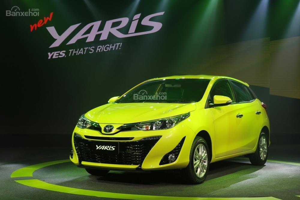 Đánh giá xe Toyota Yaris 2018: Đầu xe có thiết kế mới.