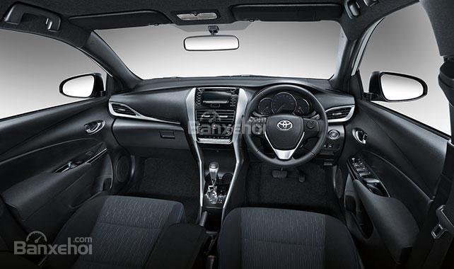 Đánh giá xe Toyota Yaris 2018: Nội thất có nhiều nét giống Vios.